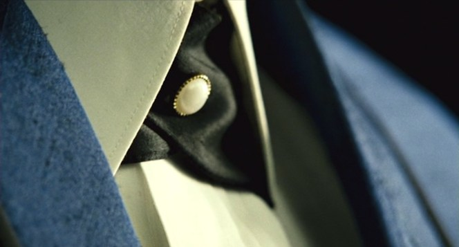 The opening credits provide some great close-ups of Ray's blue stage suit, including his distinctive tie...