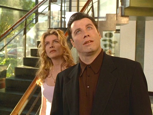 Karen Flores (Rene Russo) accompanies Chili on his adventurous day of meetings.