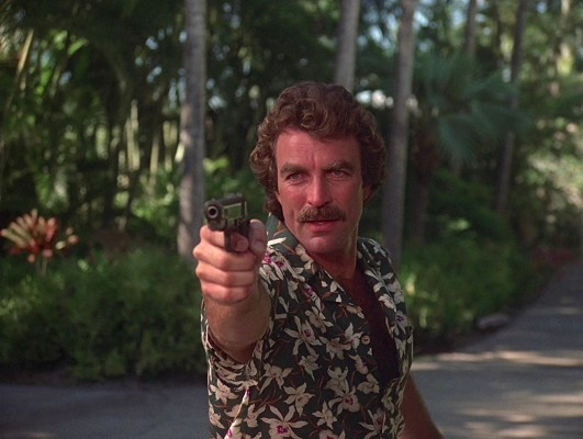 "Magnum's tucked-in Aloha shirts don't provide much for the private eye to easily carry or conceal the full-sized Colt pistol, but the armed danger he encounters in ""The Ugliest Dog in Hawaii"" (Episode 1.08) means Magnum isn't taking any chances and he brings his Colt along for the final confrontation."