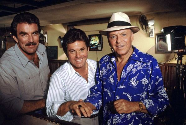 "Tom Selleck, Larry Manetti, and Frank Sinatra on set of ""Laura"" (Magnum, P.I., Episode 7.18)"