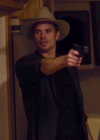 "Timothy Olyphant as Deputy U.S. Marshal Raylan Givens on Justified (Episode 3.03: ""Harlan Roulette"")"