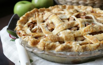 Grandma's Apple Pie / http://bamskitchen.com