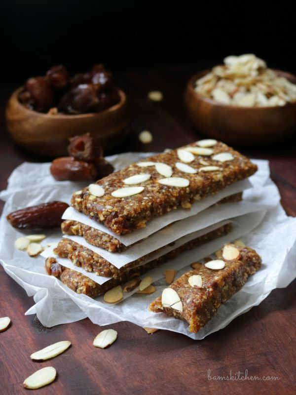 Toasted Almond and Date Larabars / http://bamskitchen.com