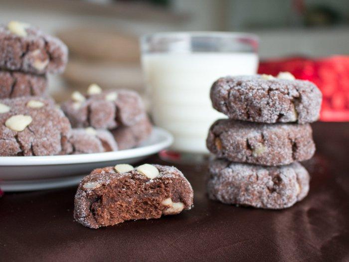 Dark Chocolate Macadamia Nut Cookies / http://bamskitchen.com