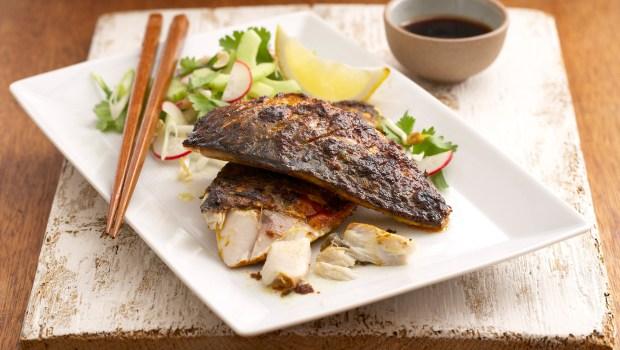 Curry-Makrele mit Salat