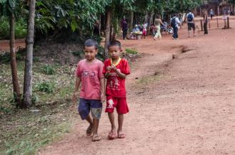 Children at Banteay Srei
