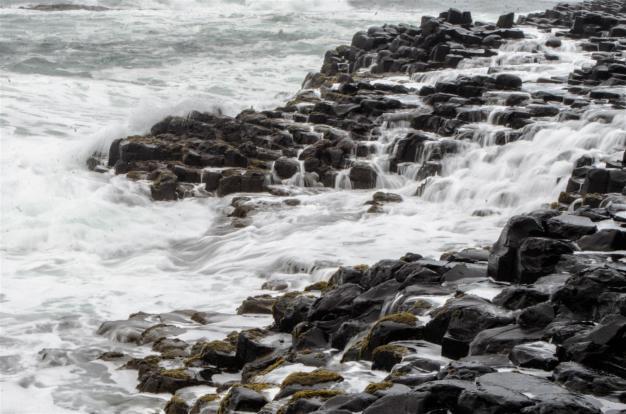 Waves crashing into the coast