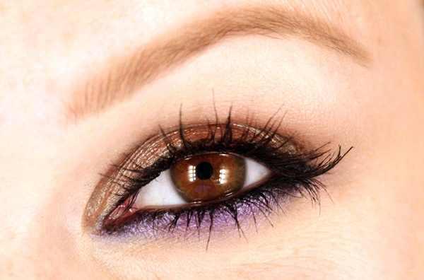 عيون بنية