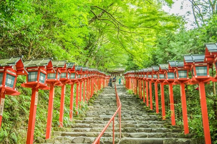 京都貴船神社一日遊:四季皆美的神秘美景,水占卜、交通方式、流水麵、御守、行程安排