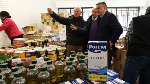 El Delegado del Gobierno visita el Banco de Alimentos de Araba