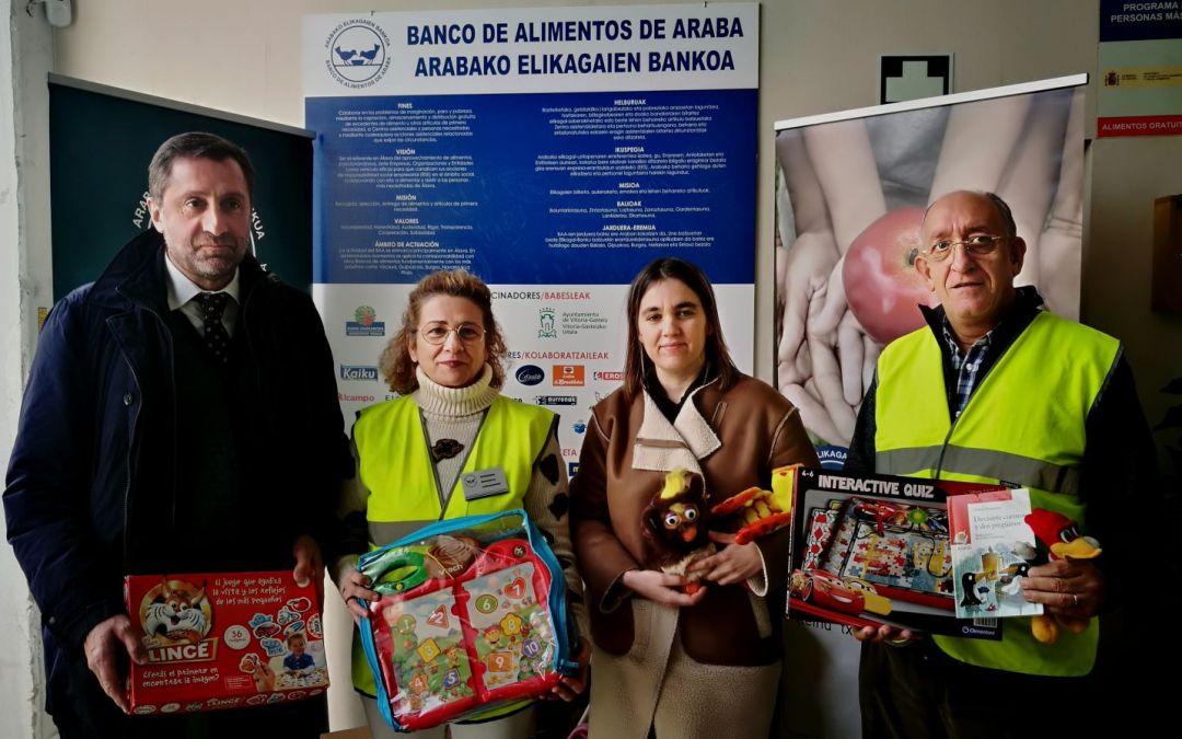 Mutua Universal de Vitoria entrega un lote de juguetes