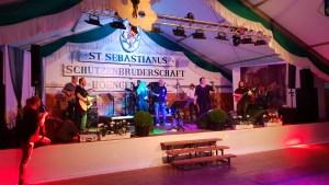 Party im Festzelt in Hoengen