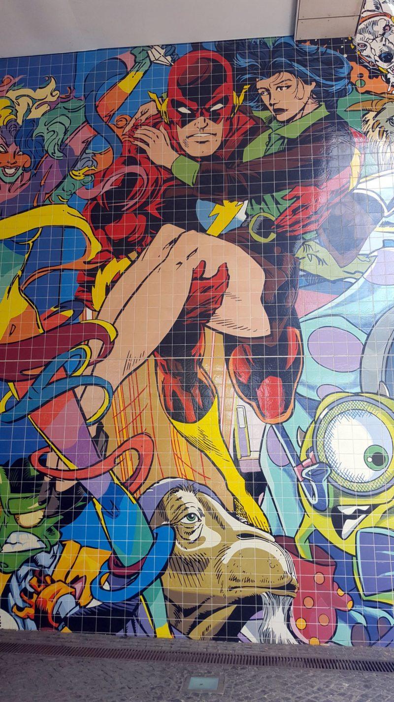 Painel de personagens de BD em azulejaria no Parque das Nações, Lisboa (janeiro de 2020)