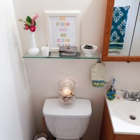 A Quick and Easy Bathroom Shelf