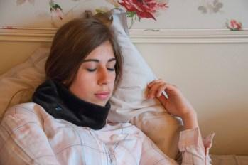 """Banderella Schlafmaske """"Traumschal"""" - fast so weich wie echter Nerz, leicht und elegant, verdeckt die Augen. Gut gegen Augenfalten und Stirnfalten, Sinusitis, Ohrenschmerzen, Halsschmerzen, Zahnschmerzen"""