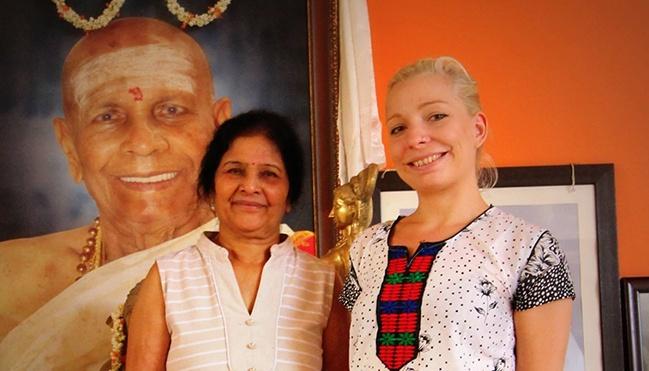 Saraswati Jois és tanítványa Ani