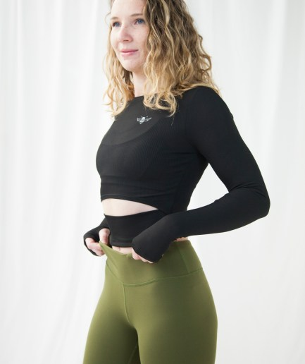 womans green leggings