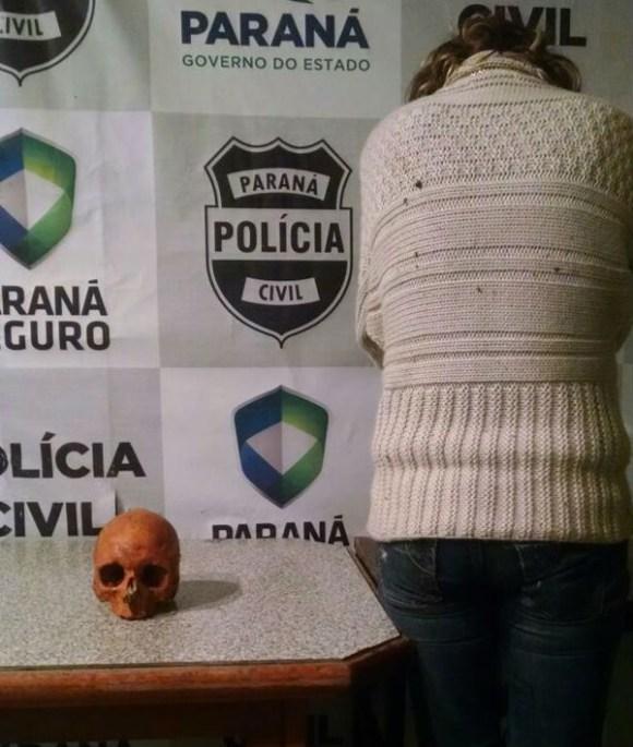 Enfermeiros acharam crânio enquanto procuravam documentos na bolsa da paciente (Foto: Divulgação/Polícia Civil)