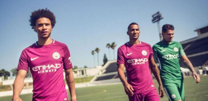 Jersey tandang Manchester City 2017/18 (nike via thesun.co.uk)