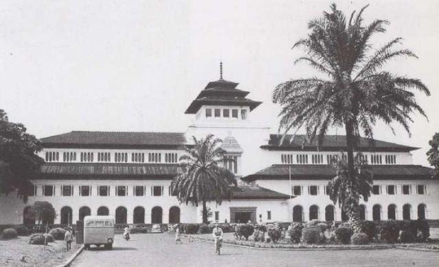 Gedung Sate Bandung Tempo Dulu