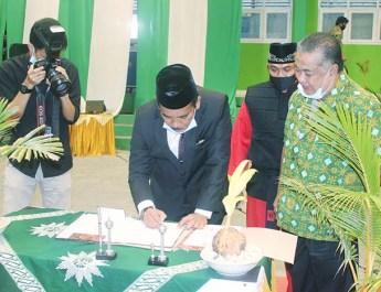 Sutrisno K Djawa Resmi Dilantik Jadi Rektor Unismuh Luwuk