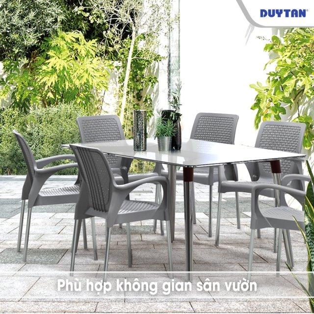 Giá bàn ghế nhựa quán ăn Duy Tân