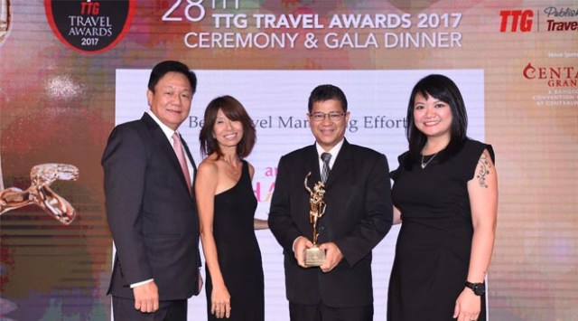 TAT's Mr. Chattan Kunjara Na Ayudhya (2nd from right) and (from left to right) TTG Asia Media's Managing Director, Mr. Darren Ng; Senior Editor, Ms. Raini Hamdi; and Group Editor, Ms. Karen Yue