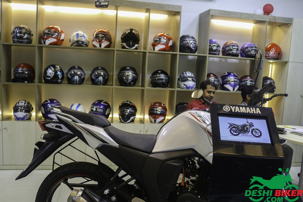 Yamaha 3s Center Helmet Collection