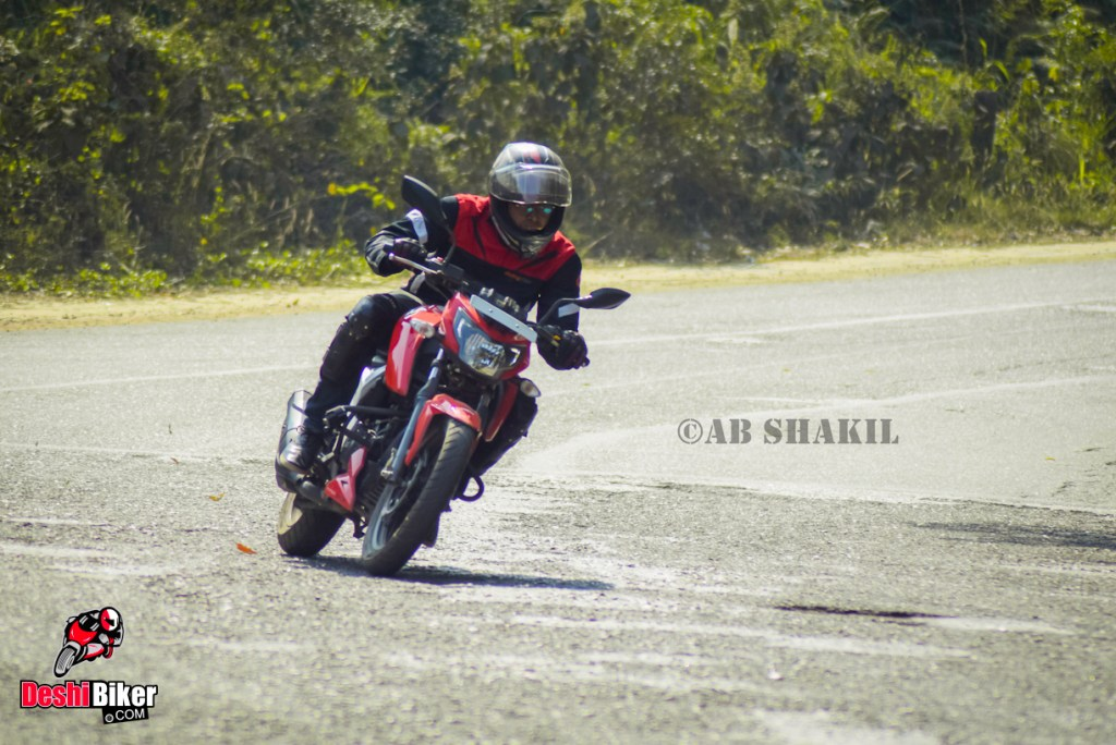 Cornering with RTR 4V