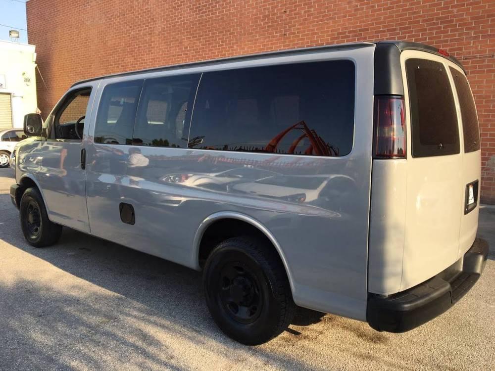 medium resolution of  2004 chevrolet express g2500 12 passenger 8