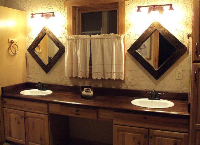 Espelhos de uma casa de banho rstica  Fotos e imagens