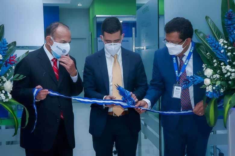 Momento de la inauguración de IDH Microfinanciera.