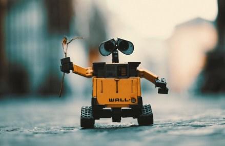 Studiu: Roboții vor ocupa peste 50% din piața muncii până în 2055