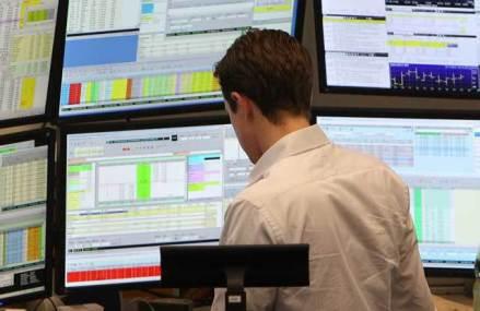 Coronavirusul începe să-i afecteze şi pe investitorii de la Bursă: Tensiunile globale de pe burse au şters în ultimele trei zile 7,8 mld. lei şi din capitalizarea Bursei româneşti. BET a pierdut 3%, Petrom – 6%, Banca Transilvania – 2,5%, BRD – 5%. Toată lumea se întreabă cum va fi afectată economia
