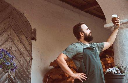Tinerii resuscitează piaţa berii. Primul recensământ al berii craft: 40 de microberării au deocamdată doar 0,3% din vânzările de bere
