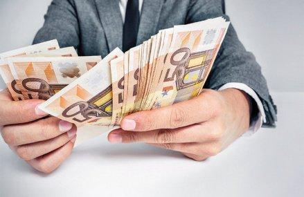 Băncile europene trebuie să se pregătească pentru schimbarea dobânzii de referinţă utilizată pentru împrumuturi şi derivate de peste 24.000 miliarde euro la nivel global. Noul indice de referinţă €STR va fi folosit începând cu luna octombrie