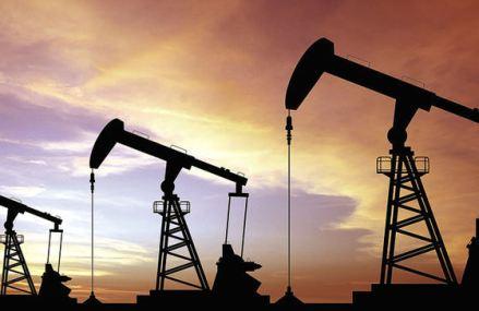 Industria petrolieră se află în faţa unui val de închideri de producţie de dimensiuni istorice