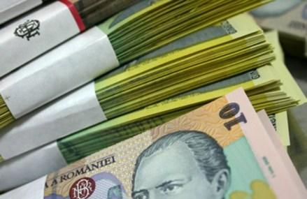 Leul îşi continuă deprecierea în raport cu euro şi se îndreaptă spre maximul istoric