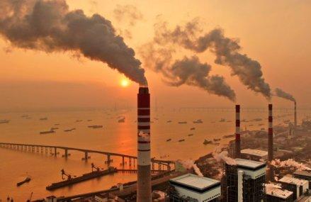 Emisiile gazelor cu efect de seră din Uniunea Europeană continuă să scadă: Preţul dioxidului de carbon s-a redus cu 23 de euro/tonă de la începutul lunii martie până în prezent
