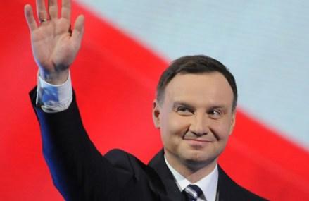 Preşedinte ales prin poştă: Partidul aflat la putere în Polonia vrea ca alegerile prezidenţiale să fie organizate prin poştă, în contextul COVID-19, chiar dacă opoziţia şi-a suspendat campania