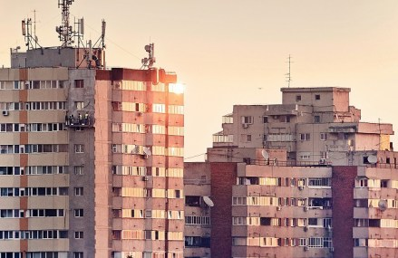 """Index imobiliar ZF. Preţurile apartamentelor vechi cu trei camere au revenit pe plus. """"Luna iunie a marcat revenirea pe piaţă a unui număr mare de proprietăţi şi proprietari, volumul ofertei revenind la valori similare cu cele anterioare stării de urgenţă"""""""