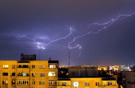 Alertă de vânt puternic, averse şi grindină pentru Bucureşti