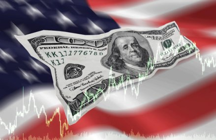 """Sfatul unui profesor de economie: """"Faceţi-vă rezerve pentru ce va urma. Criza din SUA se va răsfrânge şi asupra României"""""""