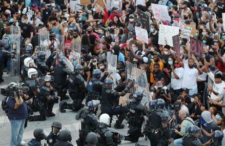 Zeci de mii de oameni au protestat în Washington DC