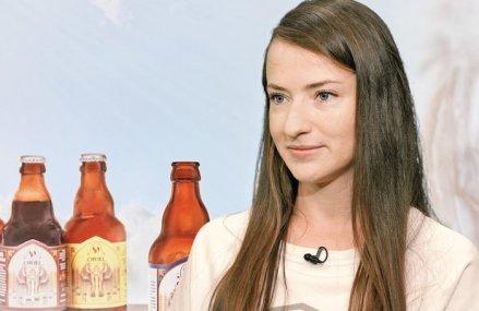 """Afaceri de la zero. Ioana Coca şi Laurenţiu Mândrilă produc bere artizanală de inspiraţie belgiană sub marca Oriel, iar în 2019 au avut o cifră de afaceri de 200.000 de lei. """"În prezent suntem în 37 de localuri din Bucureşti şi din ţară, dar am vândut şi în Olanda şi Belgia şi suntem în discuţii pentru Italia."""""""