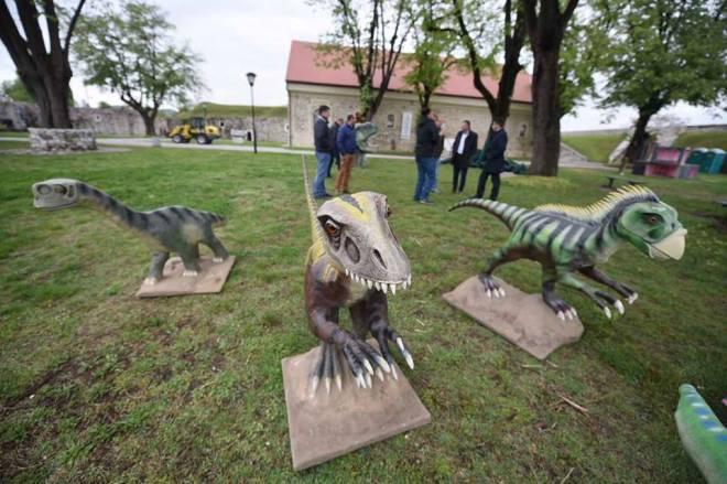 kastel dinosaurusi