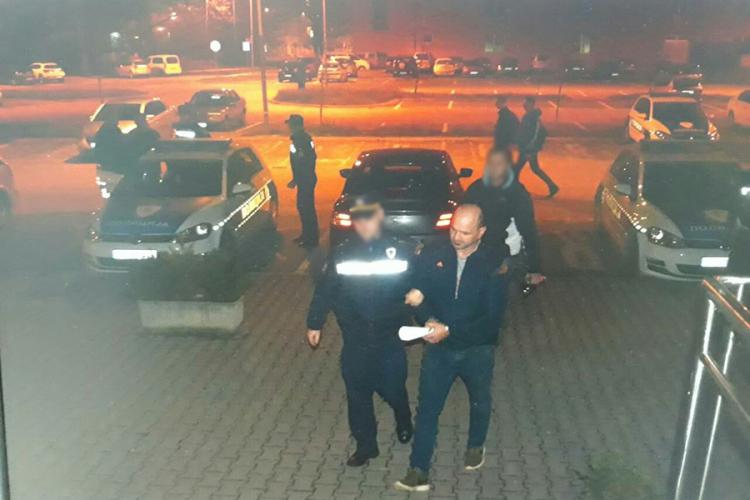 Laktaši: Osumnjičeni za teške krađe policajcu prijetio pištoljem