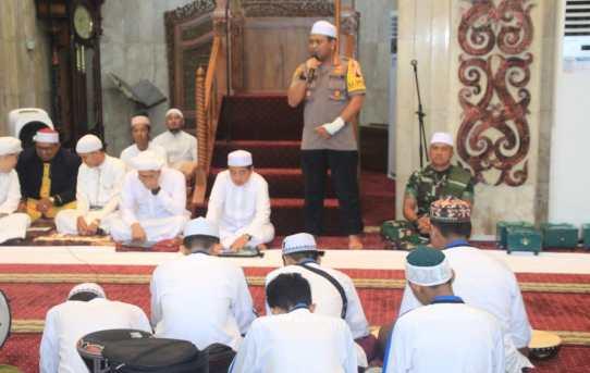 Kapolresta Banjarmasin Hadiri Tabligh Akbar & Ziarah Kubro Tiga dlm rangka menyambut Bulan Mulia dan Doa Untuk Benua