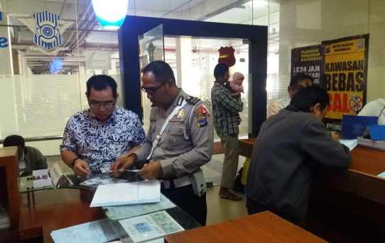 Unit Pelayanan Regident ( SIM ) Sat Lantas Polresta Banjarmasin di SIM CORNER DUTA MALL BANJARMASIN
