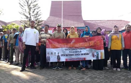 Sambut HUT Bhayangkara ke 73, Polsek Banjarmasin  Barat Pererat Sinergitas dengan Berolahraga Bersama.